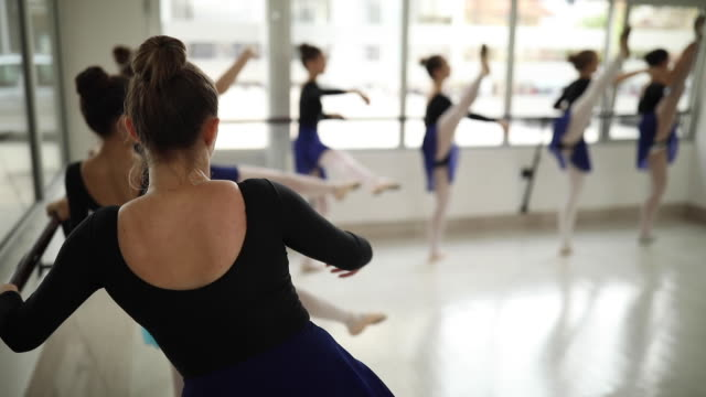 ballett-tänzer, training - gymnastikanzug stock-videos und b-roll-filmmaterial