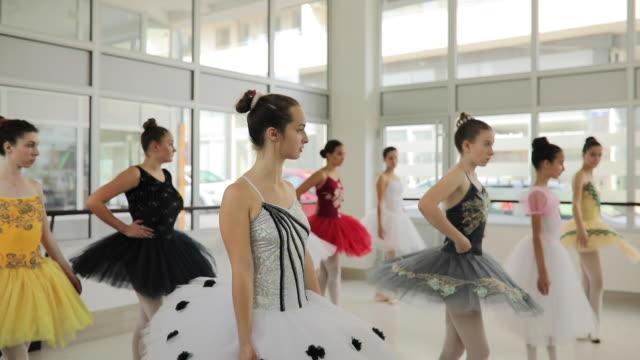 vídeos y material grabado en eventos de stock de bailarines de ballet - malla de gimnasia