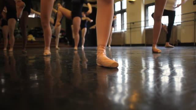 ms ballet dancers work on various dance positions during class / chicago, illinois, usa - auf den zehenspitzen stock-videos und b-roll-filmmaterial