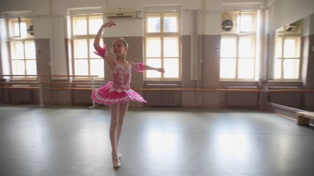 バレエは私が必要とするすべてです - 10歳から11歳点の映像素材/bロール