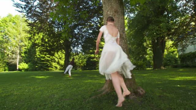 vídeos y material grabado en eventos de stock de dolly hd: ballet rendimiento en el parque - de puntas
