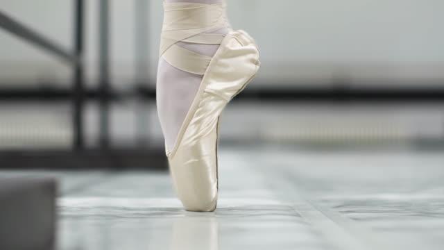 ballettschule - auf den zehenspitzen stock-videos und b-roll-filmmaterial