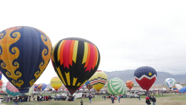 vídeos de stock, filmes e b-roll de balloon festiva in albuquerque, new mexico, usa - novo méxico