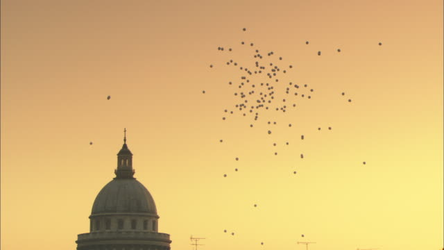 vídeos y material grabado en eventos de stock de ws la balloons flying near pantheon dome against sky at sunset / paris, france - 18th century