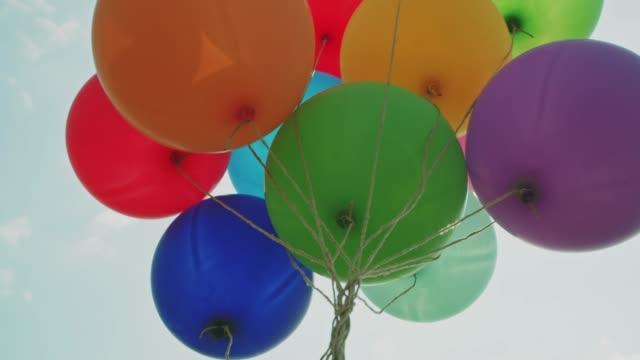 ballonger på strängar - årsdag bildbanksvideor och videomaterial från bakom kulisserna