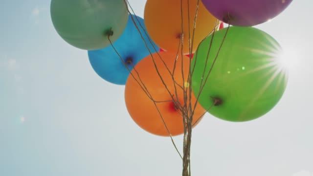 vídeos y material grabado en eventos de stock de globos en las cadenas - globo de helio