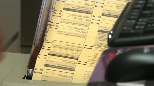 stockvideo's en b-roll-footage met ballot counting - staat washington