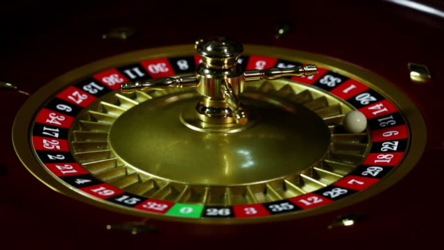 balls spinning a roulette wheel in a casino  - 可能性点の映像素材/bロール