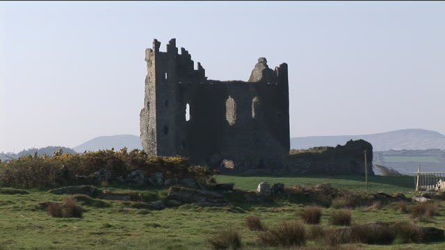 ms, ballycarbery castle, county kerry, ireland - stilrichtung des 16. jahrhunderts stock-videos und b-roll-filmmaterial