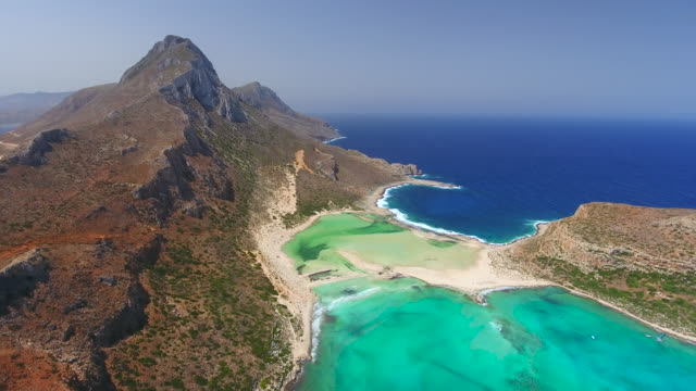 vídeos de stock e filmes b-roll de balos beach. crete, greece. aerial drone shot. - greece