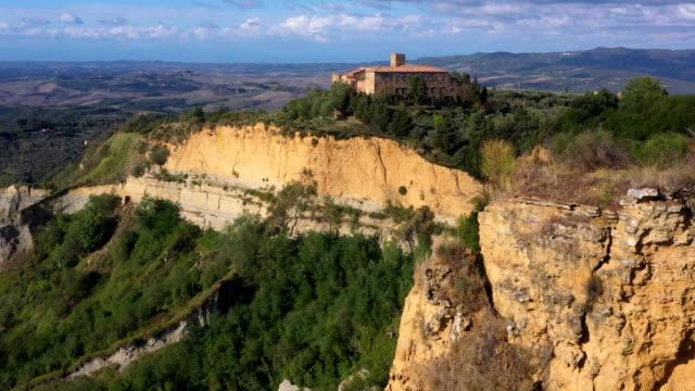 balze di volterra in tuscany, italy - toskana stock-videos und b-roll-filmmaterial