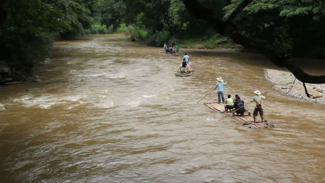 stockvideo's en b-roll-footage met bamboo rafting - duurzaam toerisme