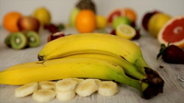 vídeos y material grabado en eventos de stock de banana cerca a disparar de carro - potasio