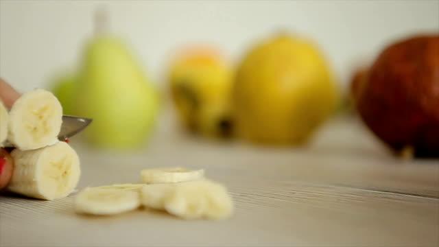 vídeos y material grabado en eventos de stock de corte del plátano, rodillo b - potasio