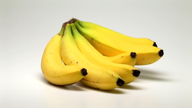 vidéos et rushes de bananas - groupe moyen d'objets
