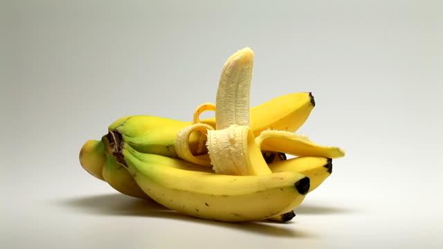 vídeos y material grabado en eventos de stock de bananas - cuatro objetos