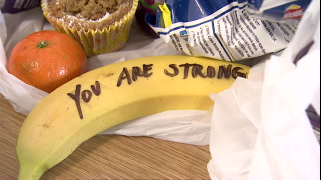 vidéos et rushes de bananas with positive messages written on them by duchess of sussex during visit to one25 charity in bristol - banane fruit exotique