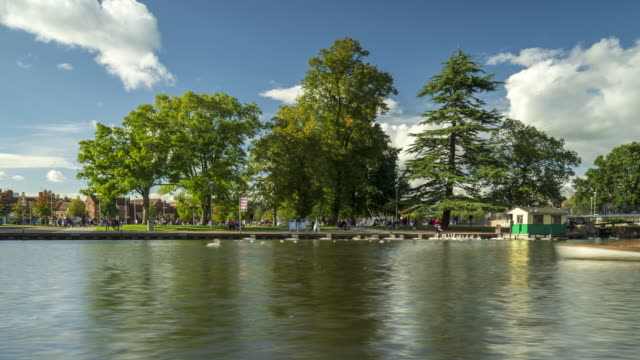 bancroft gardens and river avon in stratford-upon-avon - 4k -time-lapse - barge stock videos & royalty-free footage