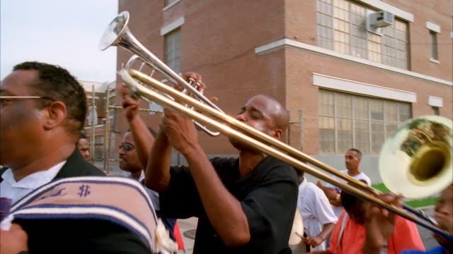 a band performs on a new orleans street. available in hd. - parade stock videos & royalty-free footage