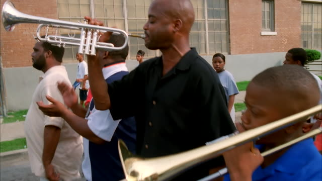 a band performs on a new orleans street. available in hd. - trombone stock videos & royalty-free footage