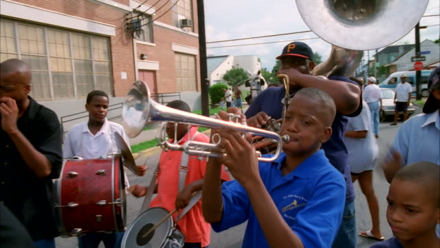 a band performs on a new orleans street. available in hd. - marching band stock videos & royalty-free footage