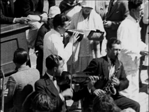 vídeos de stock e filmes b-roll de b/w 1929 band playing on deck of s.s. honolulu cruise ship / newsreel - artista