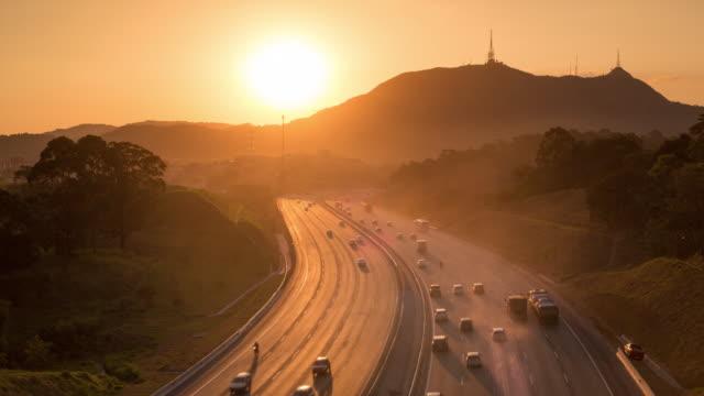 vídeos de stock, filmes e b-roll de bandeirantes highway - timelapse - estrada