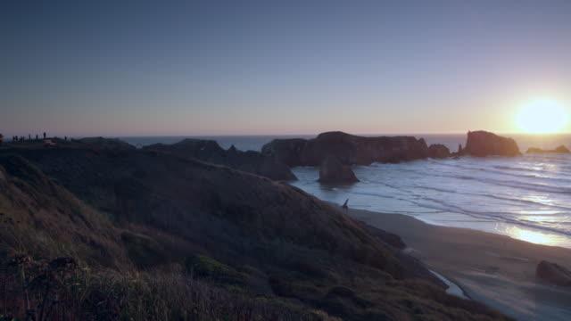 vídeos y material grabado en eventos de stock de bandon beach at sunset - costa de oregón