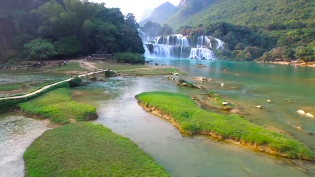 cao の強打省、ベトナム、ハイアングルの bangioc 滝 - 禁止点の映像素材/bロール
