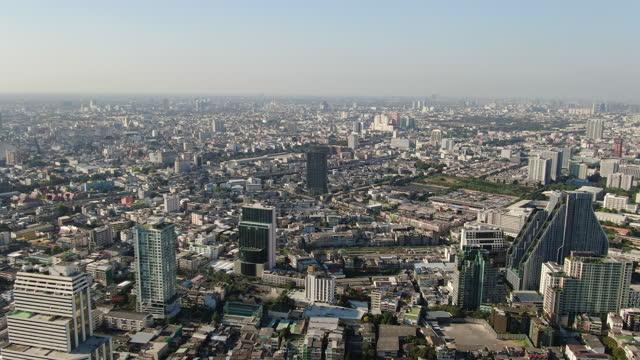 vídeos de stock e filmes b-roll de bangkok business center of sathon , thailand. day time - aerial view 4k - bangkok