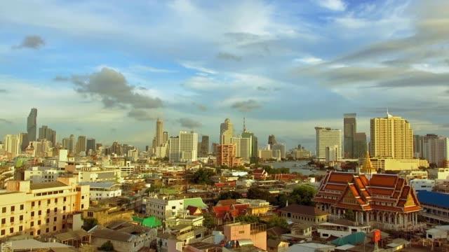 bangkok-hauptstadt skyline panorama pfanne von links nach rechts - weitwinkel stock-videos und b-roll-filmmaterial