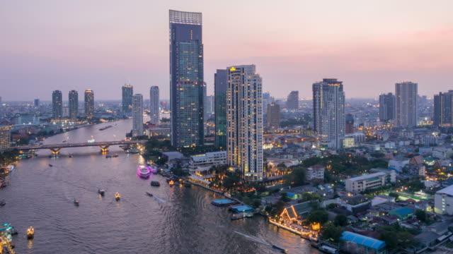 bangkok stadt am abend, river region und einheimische in die hauptstadt von thailand - chao phraya delta stock-videos und b-roll-filmmaterial