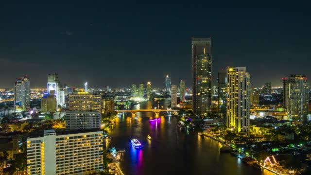 die stadt bangkok in der regnerischen nacht - chao phraya delta stock-videos und b-roll-filmmaterial