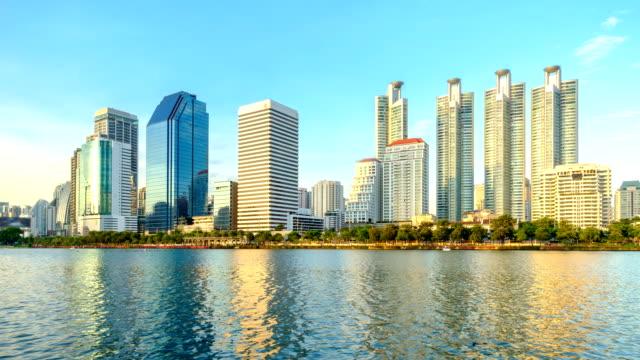 vídeos de stock e filmes b-roll de bangkok city downtown with reflection of skyline, thailand - reflection