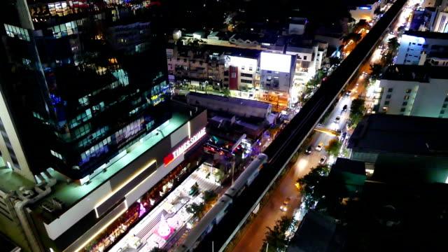 vidéos et rushes de de la ville de bangkok, la nuit - vertige