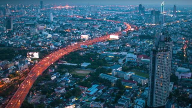 Paysages urbains de Bangkok, du quartier des affaires de l'hôtel à la tombée de la nuit (Bangkok, Thaïlande)