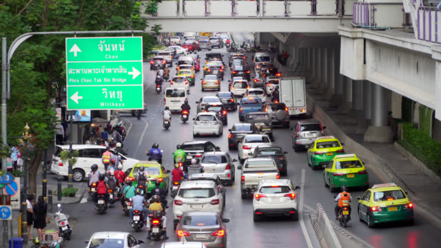 bangkok downtown traffic in rush hour - taxi driver stock videos and b-roll footage