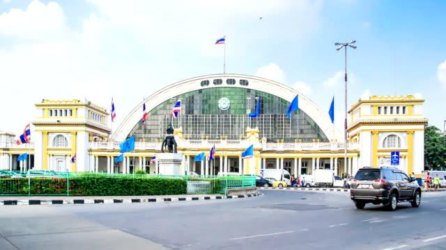 bangkok landmark, thailand, hualamphong railway junction - railway junction stock videos & royalty-free footage