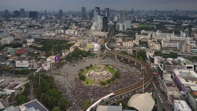 bangkok protest, crowd gathering at victory monument - elevated train stock videos & royalty-free footage