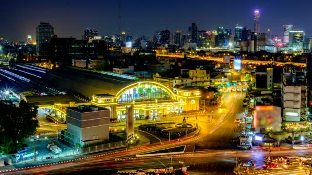 bahnhof bangkok bei nacht - schienenverkehr stock-videos und b-roll-filmmaterial