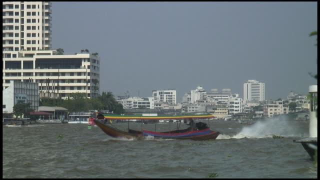 (hd1080) bangkok river boat verkehr - chao phraya delta stock-videos und b-roll-filmmaterial