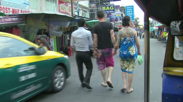bangkok streetscenes shows exterior shots of bangkok streetscenes from point of view of passenger on moving rickshaw bangkok streetscenes seen from... - jinrikisha stock-videos und b-roll-filmmaterial
