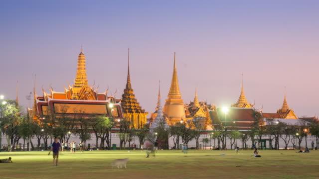 bangkok thailand day to night time-lapse of grand palace wat phra kaew , 4k(uhd) - theravada stock videos & royalty-free footage