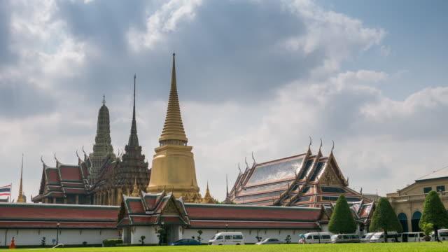 bangkok thailand time-lapse of grand palace wat phra kaew , 4k(uhd) - theravada stock videos & royalty-free footage