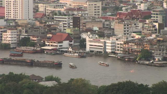 bangkok, thailandview of chao phraya river in bangkok thailand - kryssa bildbanksvideor och videomaterial från bakom kulisserna