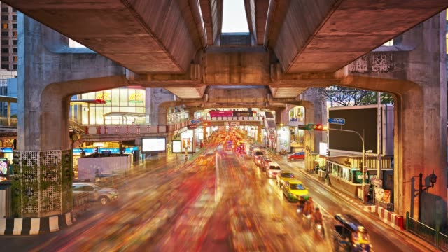 bangkok traffic downtown - time lapse del traffico video stock e b–roll