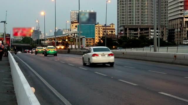 バンコクのスカイトレイン付き - 線路のポイント点の映像素材/bロール