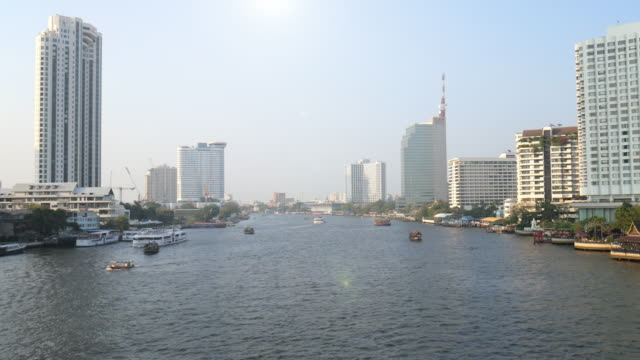 bangkok in der nähe von mit blick auf den fluss chao phra ya - chao phraya delta stock-videos und b-roll-filmmaterial