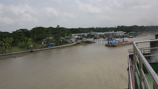 vidéos et rushes de bangladesh, a country which is ranked as one of the world's most vulnerable countries to climate change. the southern part of bangladesh, located as... - victime