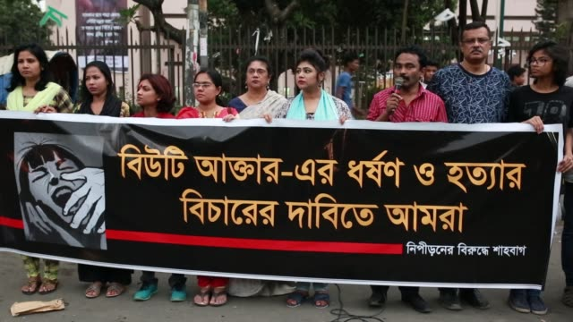 vídeos de stock, filmes e b-roll de bangladeshi activist made a protest against rape in dhaka, bangladesh on march 30, 2018. the rape and murder of 16-year-old beauty akter has left us... - crucifers